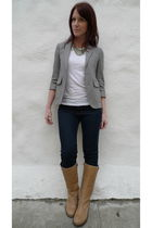 blazer - white t-shirt - brown boots - jeans - necklace