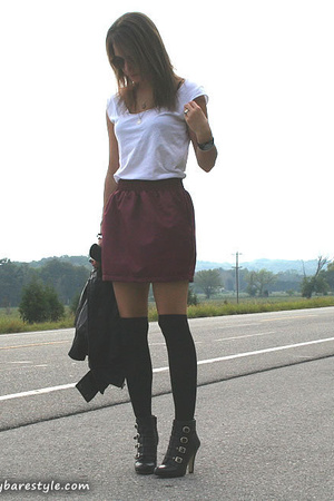 red American Apparel skirt - black ankle boots Nine West shoes