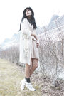 Beige-vila-dress-white-vila-blouse-white-gift-necklace-black-nellycom-hat-
