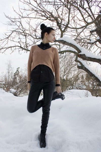 black GoJane shoes - light orange cropped BikBok sweater - black Comme des Garco