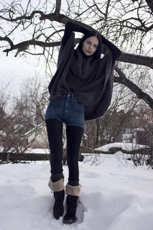 blue high-waisted whyred shorts - dark brown Satorisan boots