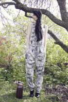 white jumpsuit gestuz bodysuit - dark brown thrifted bag