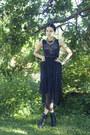 Black-lace-up-booties-dinsko-shoes-black-solilor-dress-black-cubus-belt
