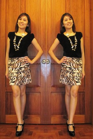 black velvet top - gold floral necklace - tiger print skirt - black heels