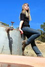 Black-none-top-blue-levis-jeans-orange-thrifted-belt-silver-native-america