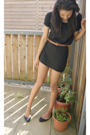 black t-shirt H&M dress - tawny faux leather Primark belt - black crochet Primar