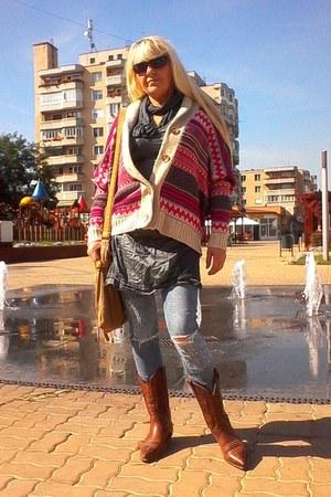 SoulCal&Co cardigan - sancho boots - Eddie Bauer bag