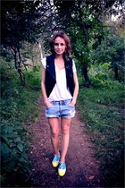 yellow Steve Madden shoes - sky blue H&M shorts - black Topshop vest