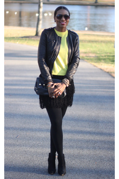 black fringed Robbi & Nikki skirt - booties Schutz boots - black acne jacket