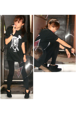 black idk shirt - black Bershka leggings - black Trunk Show shoes