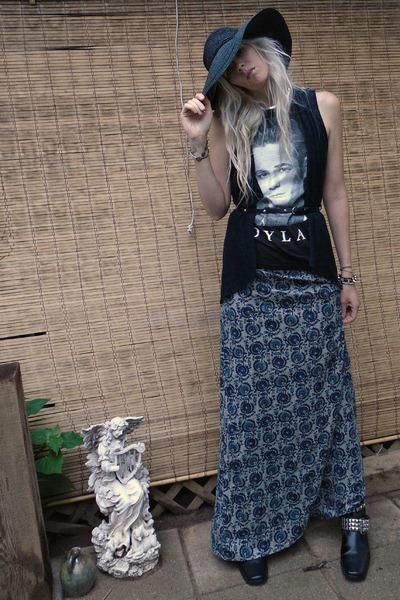 black 90210 dylan Wetseal shirt - black studded DIY boots