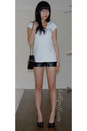 white t shirt - vintage Chanel bag - leather Top American shorts