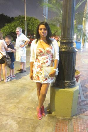 hot pink flower print Urbanika Moda dress - white woven no brand sweater