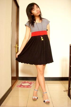 Glitters dress - Strawberry Models necklace - Zaro Partini shoes