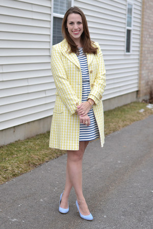 light yellow houndstooth banana republic coat - sky blue ann taylor shoes