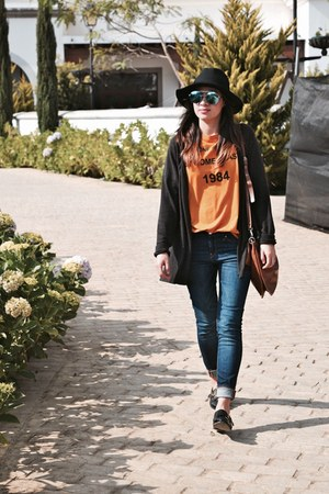 blue Zara jeans - black shoes - black hat - mustard Bershka shirt