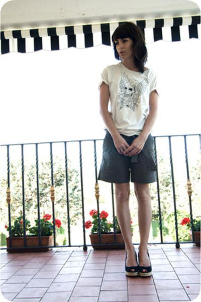 t-shirt - pants - shoes