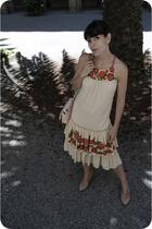 half Frida half Katie Holmes