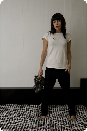 Zara t-shirt - loreakmendian pants - adidas shoes