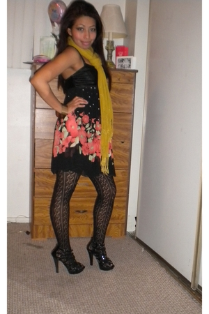 black vintage dress - black sheihk shoes - Wetseal stockings - gold H&M scarf