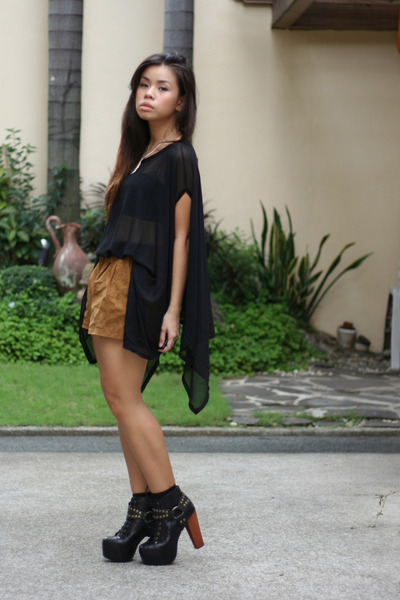 black Jeffrey Campbell boots - light brown Forever 21 shorts - black top