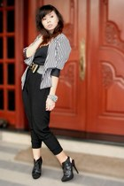 white museum blazer - black top - black pants - black H&M shoes