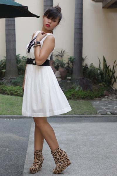 white dresses black belts quot that white dress quot by