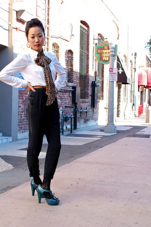 Zara blouse - Santee Alley pants - BCBGirls shoes - Stussy earrings - H&M scarf