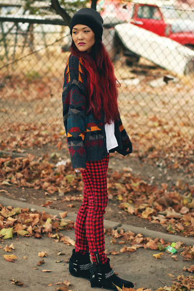 vintage cardigan - Dolce Vita boots - ombre beanie volcom hat - Forever 21 shirt