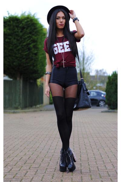 black bag - black pants - crimson t-shirt