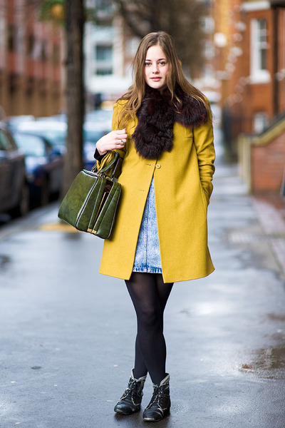 yellow jacket - olive green bag - black flats