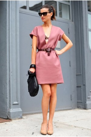 pink dress - light pink shoes - black bag