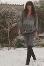 Gray-vintage-sweater-gray-diabless-jeans-gray-vintage-belt-black-vintage-b