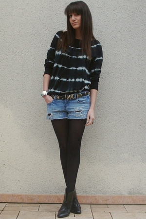 blue Zara sweater - blue f21 shorts - black vintage belt - black H&M boots