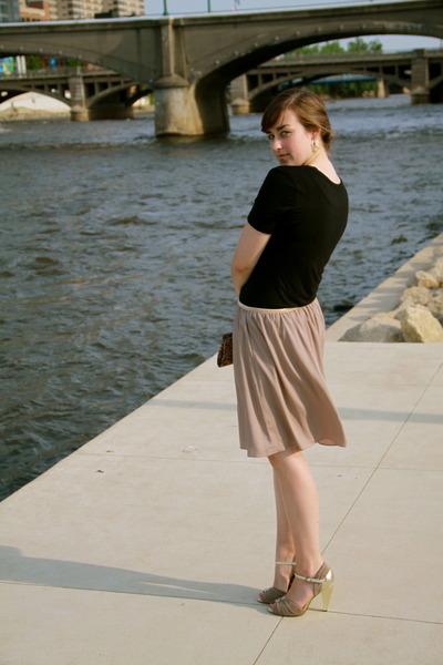 neutral seychelles shoes - black Target shirt - neutral vintage purse