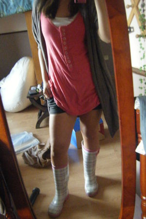 black shorts - pink payless boots - pink Bershka shirt - gray Zara cardigan - wh