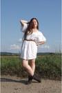 Puce-boots-white-vintage-laced-dress-bronze-vintage-accessories
