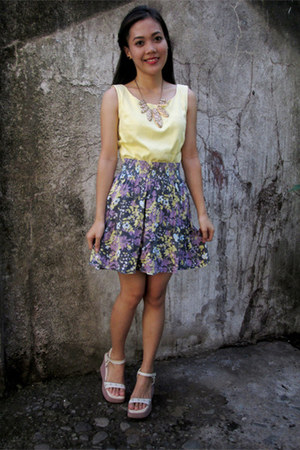floral print skirt - yellow thrifted top - necklace