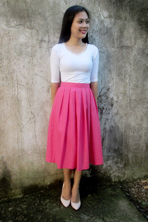 midi thrifted skirt - light pink shoes - thrifted top - pearl thrift necklace