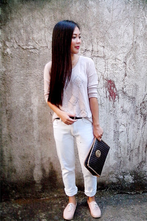 knitted top - white pants - belt