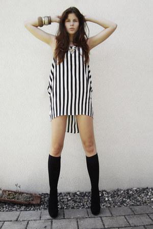 stdriped dress