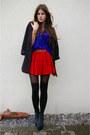 Blue-shirt-red-skirt