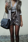 Black-shoes-black-tights-beige-shirt