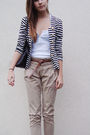 Beige-pants-white-shirt-blazer-black-shoes-black-bag