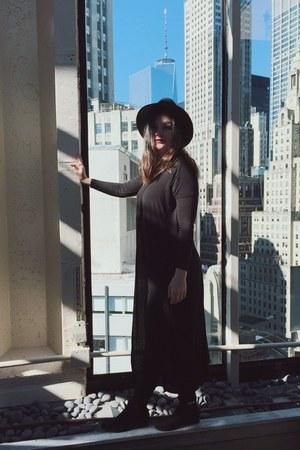 black Forever 21 boots - black H&M hat - black Forever 21 cape