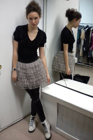 black Bebe shirt - gray Gracia skirt - black Gracia leggings - white H&M shoes