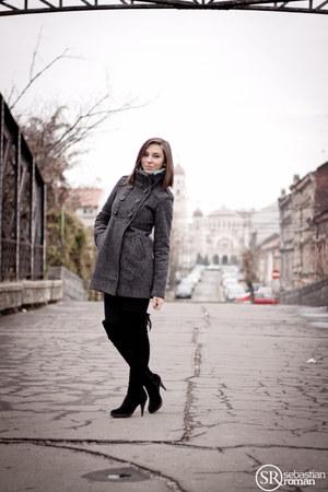black random boots - dark gray Bershka coat - H&M scarf