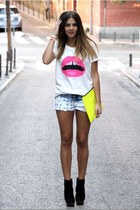 yellow neon purse - black heels