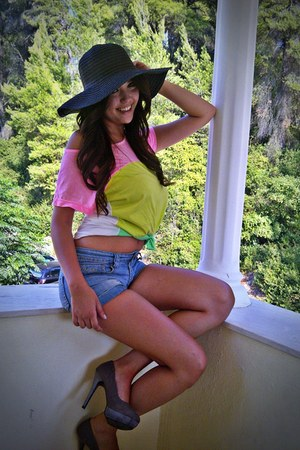 lime green t-shirt - hat - heather gray heels