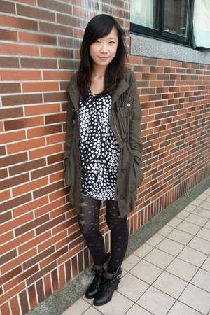 army green 2 percent jacket - black blouse - black boots - leggings